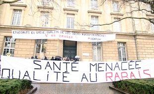 Le centre de soins dentaires de Rennes est bloqué par des étudiants dentistes en grève. Le 15 février 2017.