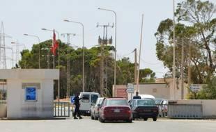 Des véhicules au poste-frontière tunisien de Ras Jedir, le 14 mai 2016