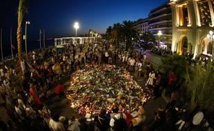 Le 17 juillet 2016, devant le mémorial pour les victimes de l'attentat de Nice, sur la promenade des Anglais.