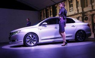 La marque automobile française Citroën a dévoilé jeudi un nouveau modèle de sa gamme haut de gamme DS, la DS 5LS, destinée avant tout au premier marché automobile mondial, la Chine.