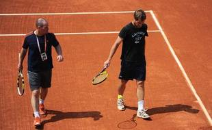 Le joueur français Richard Gasquet (à dr.) à l'entraînement avec Riccardo Piatti son entraîneur, le 23 mai 2012 à Roland-Garros.