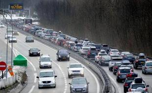 Pas de hausse des tarifs cette année et des investissements supplémentaires des sociétés d'autoroutes destinés à compenser l'abandon de l'écotaxe: le bras de fer engagé à l'automne avec les sociétés d'autoroutes paraît tourner à l'avantage de l'Etat