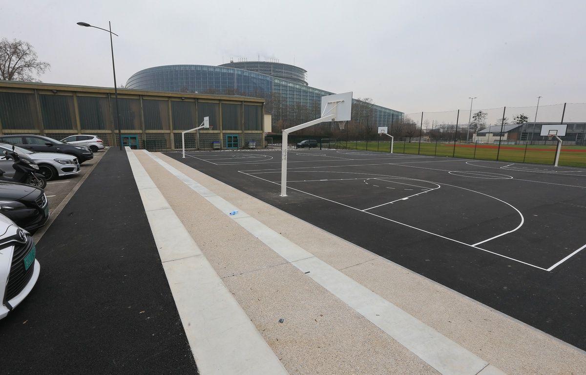 Les terrains de basket en accès libre au Wacken, avec un parking. Strasbourg le 19 janvier 2016. – G. Varela / 20 Minutes