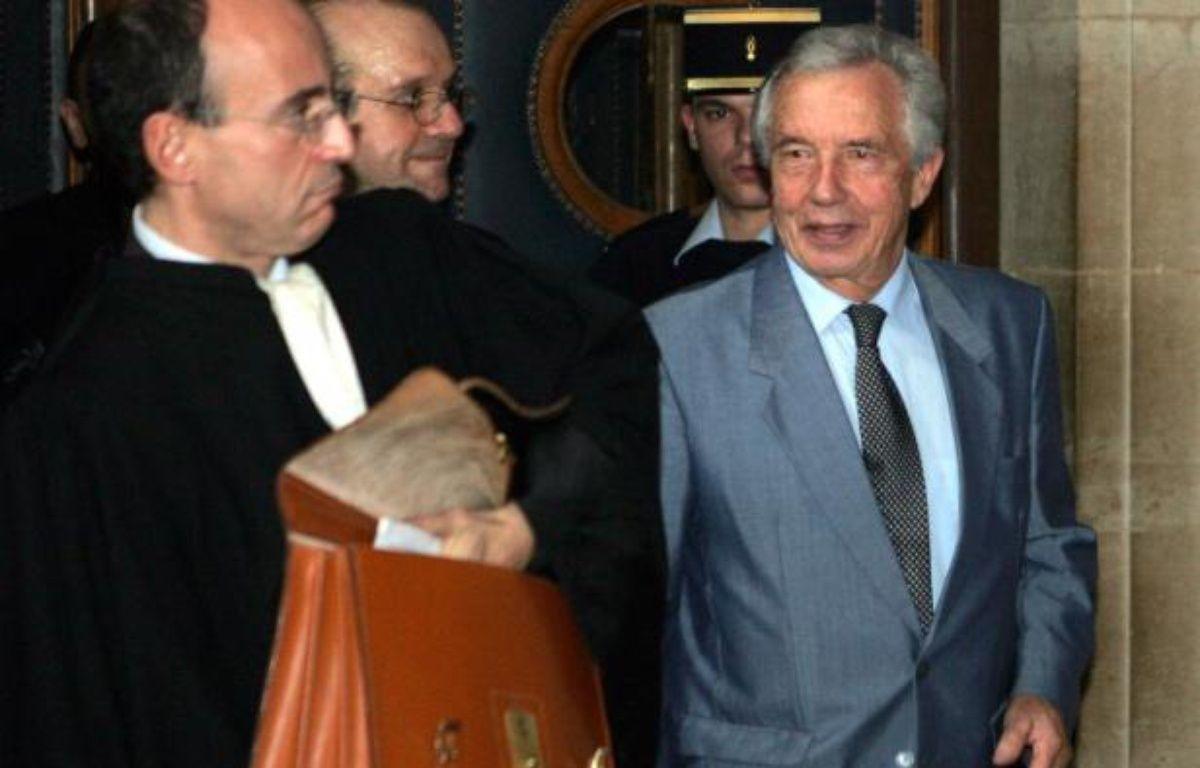Michel Giraud (à droite), à Paris, le 26 octobre 2005. – REUTERS/ P. Wojazer
