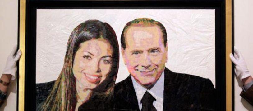 Accrochage d'un portrait de Silvio Berlusconi et Ruby réalisé avec des sacs plastiques et du scotch par l'artiste israélien Dodi Reifenberg, Milan, Italie, le 6 avril 2011.