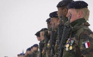 """Le président Nicolas Sarkozy va """"prendre l'initiative"""" au sujet de l'Afghanistan, car la France ne peut """"continuer à exercer"""" les missions qui sont les siennes, a déclaré lundi sur LCI le vice-président du conseil national de l'UMP, Brice Hortefeux."""