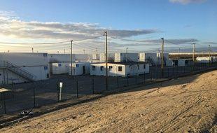 Les derniers vestiges du camps de migrants de Calais vont bientôt disparaître.