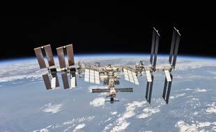 L'ISS, prise en photo depuis une capsule Soyouz après son départ de la station, en 2018.