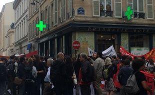 Près de 150 personnes manifestaient ce mercredi devant les locaux du Ministère de l'Education nationale