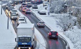 Les renforts de la sécurité civile ont pour mission d'aider les gens bloqués par la neige.