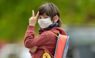 Un R0 au-dessous de 1 témoigne d'un ralentissement de l'épidémie de coronavirus, et cet indicateur dépend notamment du respect des gestes barrières, dont le port du masque.