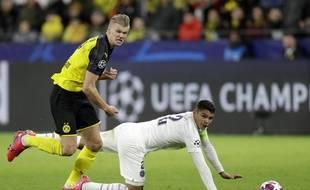 Thiago Silva s'est fait bouger comme pas permis par Haaland.