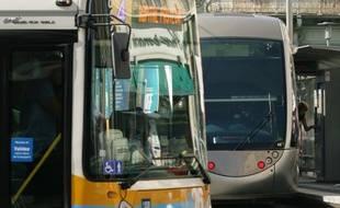 Le chauffeur de bus aurait expliqué avoir rencontré un problème avec l'accélérateur. (Illustration).
