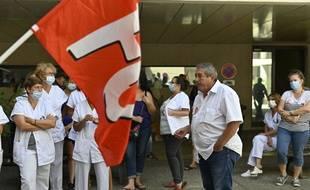 Le personnel soignant FO manifeste lors de la venue de Olivier Véran, ministre des Solidarités et de la Santé, au Centre hospitalier d'Aix-en-Provence le Jeudi 5 aout 2021. (Illustration)
