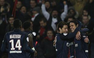 Edinson Cavani fête son but lors de la victoire du PSG contre Lyon le 13 décembre 2015.