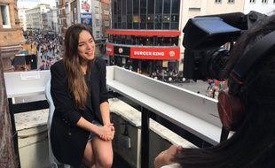 Alma, candidate de la France à l'Eurovision, répond à une interview à Londres, le 2 avril 2017.