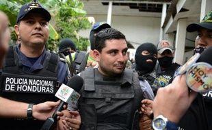 Le suspect principal du meurtre de Miss Honduras et de sa soeur, Plutarco Antonio Ruiz, est amené devant le juge à Tegucigalpa, le 20 novembre 2014