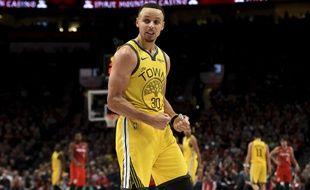 Stephen Curry est entré dans le top 3 des meilleurs tireurs à trois points de l'histoire de la NBA.