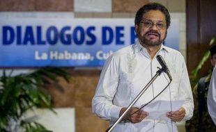 """La guérilla des Farc a critiqué de récentes déclarations du président colombien Juan Manuel Santos, affirmant qu'elles """"n'aident pas"""" à faire avancer les pourparlers de paix qui ont repris lundi à La Havane après une pause de trois semaines."""