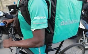 Les livreurs Deliveroo sont mobilisés pour obtenir une meilleure tarification, comme ici place de la République à Paris, le 10 août 2019.