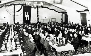 Les gardes SS du camp de concentration de Neuengamme célèbrent Noël en 1943. L'Allemagne a abandonné les poursuites contre l'un d'eux, Friedrich Karl Berger jeudi 10 décembre 2020.