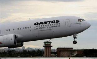 Un n appareil de la compagnie australienne Qantas a été contraint d'effectuer un atterrissage d'urgence lundi soir à Adelaïde, dans le sud de l'Australie, après l'ouverture d'une porte en plein vol, selon le quotidien Herald Sun.