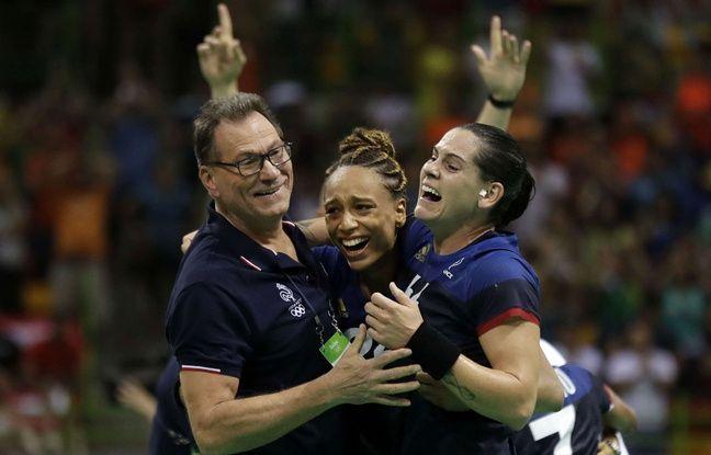 Olivier Krumbholz et ses joueuses après la demi-finale