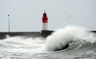 La tempête Joaquim, qui a traversé la France depuis jeudi sur sa partie centrale, s'éloigne vers le nord-est de l'Allemagne. Les secours s'affairaient pour réparer les dégâts. Jusqu'à 600.000 foyers ont été privés d'électricité et un cargo s'est échoué sur une plage du Morbihan.