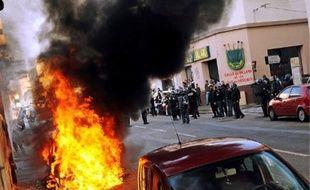 A Nîmes, des voitures ont été brûlées et des policiers caillassés, en marge des manifs.