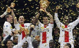Les joueurs du PSG, vainqueurs de la Coupe de la Ligue 2008, le 29 mars 2008.