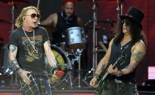 Le groupe de hard rock américain Guns N'Roses en concert au Stade de France en 2017