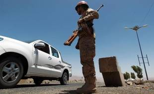 Un militaire yéménite à un checkpoint dans la province d'Omran le 9 juin 2014