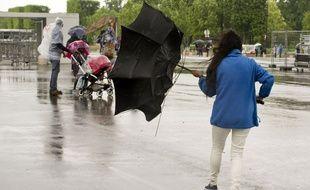 Pluie et vent sont au programme de la météo de ce week-end, et la neige devrait tomber en masse sur les reliefs.