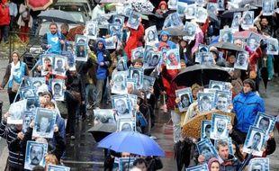 Environ 15.000 personnes ont manifesté samedi à Bayonne dans le plus important rassemblement des dernières années en faveur des droits des prisonniers basques, en particulier leur rapprochement, sur fond d'émotion au Pays basque français après la remise récente à l'Espagne de la militante Aurore Martin.