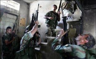 Des échanges de tirs entre combattants islamistes et soldats libanais avaient éclaté dans la nuit à Tripoli ainsi qu'aux abords du camp, où le Fatah al-Islam avait annoncé en novembre 2006 sa création