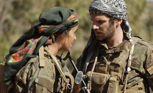 Félix Moati (Antoine Habert) et Souheila Yacoub (Sarya) dans la série « No Man's Land ».