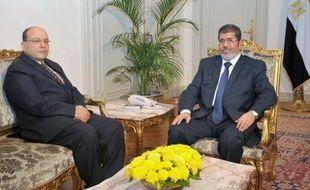 """Mohamed Morsi, qui vient d'étendre considérablement ses pouvoirs, est le premier civil élu à la tête de l'Egypte qu'il gouverne entre promesses d'être """"le président de tous les Egyptiens"""" et critiques l'accusant d'être un """"pharaon"""" islamiste."""