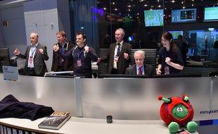 Célébrations au Centre européen d'opérations spatiales (ESOC) à Darmstadt (Allemagne) après la séparation du robot Philae de la sonde Rosetta, le 12 novembre 2014.