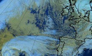 Image satellite de l'ouragan Alex