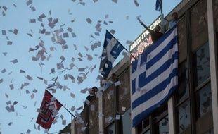 La politique d'austérité menée en Grèce depuis deux ans sous la pression des bailleurs de fonds internationaux du pays a été massivement censurée dimanche aux législatives par les électeurs qui ont pulvérisé les positions des deux partis tenants de la rigueur et envoyé des néonazis au parlement.