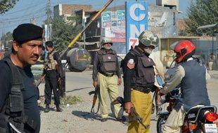 Le Premier ministre pakistanais Nawaz Sharif devait rencontrer lundi ses conseillers afin de réévaluer ses relations avec les Etats-Unis après l'élimination du chef taliban Hakimullah Mehsud par un drone américain au moment même où Islamabad tentait un rapprochement avec les insurgés.