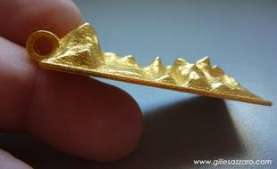 L'artiste toulousain Gilles Azzaro a crée un bijou d'après la phrase