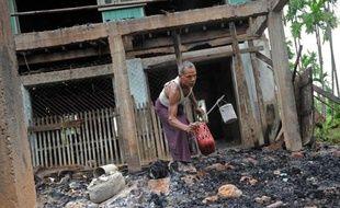 Des violences communautaires ont fait cinq morts parmi les musulmans de l'ouest de la Birmanie, déjà visés par de vastes émeutes meurtrières en 2012 qui s'étaient étendues à travers ce pays majoritairement bouddhiste pétri d'islamophobie latente.