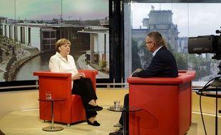 La chancelière allemande Angela Merkel sur le plateau de la télévision ARD à Berlin, le 19 juillet 2015.
