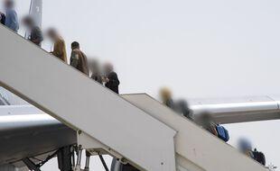 Un avion de lArmee de lair a transporte 200 personnes en provenance dAfghanistant