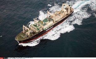Photographie du baleinier japonais «Nisshin Maru» prise par l'hélicoptère du navire «Steve Irwin», de l'organisation écologique Sea Shepherd, le 20 janvier 2014.