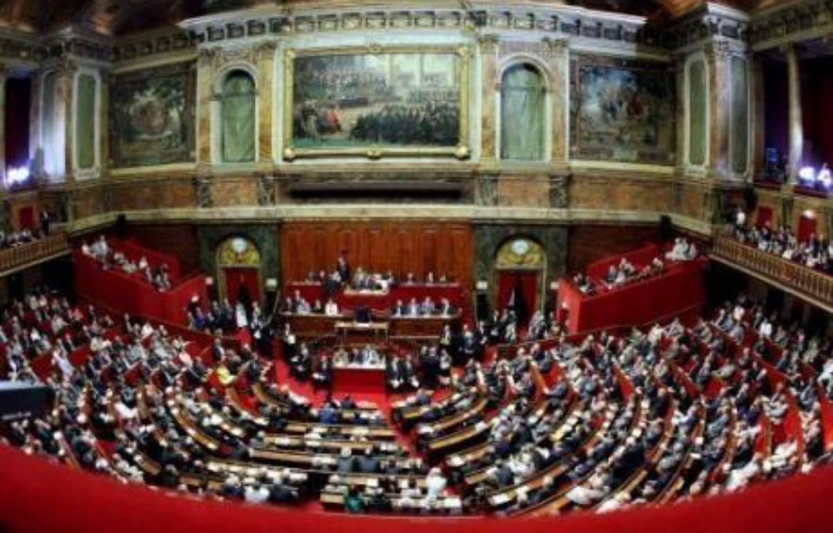 Le Parlement a approuvé lundi avec une seule voix d'avance la 24e réforme de la Constitution, qui donne plus de pouvoirs au Parlement et aux citoyens et autorise le président de la République à venir s'exprimer devant les deux chambres réunies. – Thomas Coex AFP