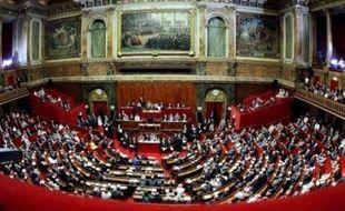 Le Parlement a approuvé lundi avec une seule voix d'avance la 24e réforme de la Constitution, qui donne plus de pouvoirs au Parlement et aux citoyens et autorise le président de la République à venir s'exprimer devant les deux chambres réunies.