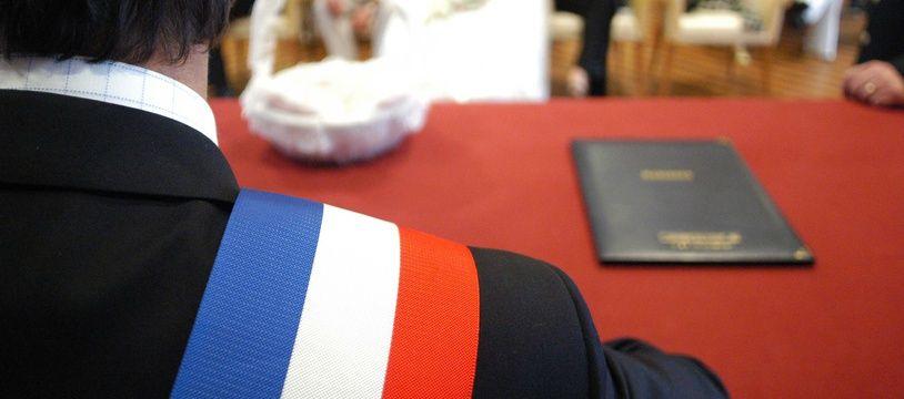 Photo d'illustration de la célébration d'un mariage civil en mairie.