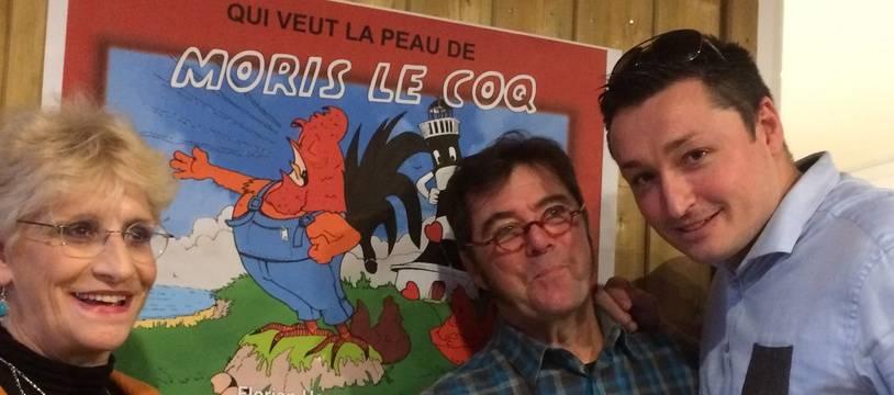 """Lancement de la BD """"Qui veut la peau de Moris le coq ?"""", avec la propriétaire du coq Maurice, Corinne Fesseau, et Benjamin Jugieau (à droite)"""